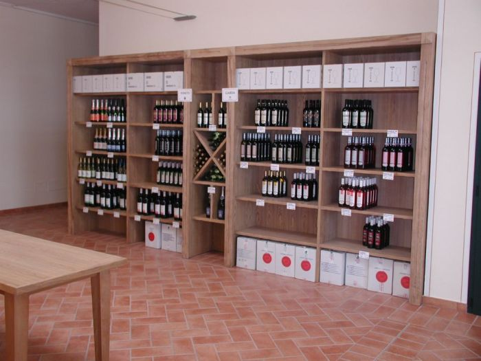 Arredamento pub enoteche e wine bar for Arredamento enoteca usato