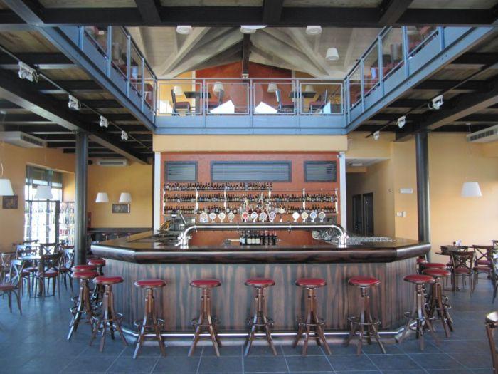 Arredo per birreria in stile bavarese for Arredamenti per birrerie