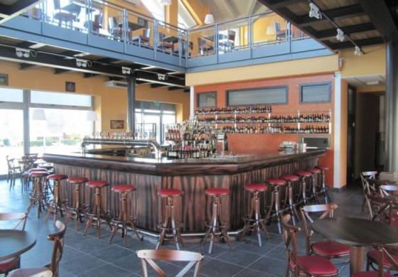 Arredamento pub in legno